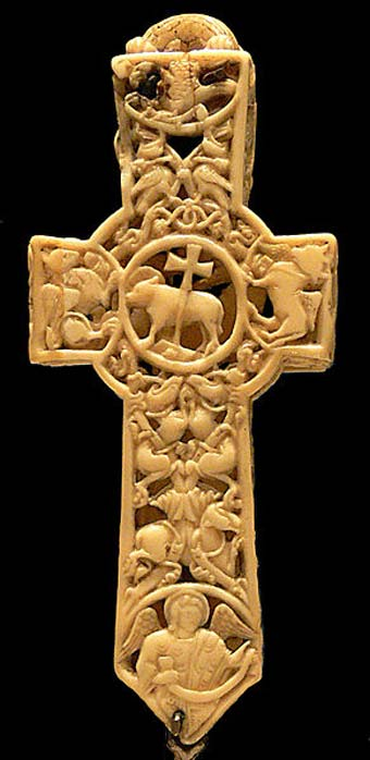 11th century walrus ivory cross reliquary at the Victoria & Albert Museum. (Public Domain)