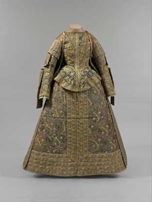 A late 16th-century Spanish ensemble features thick fabrics.