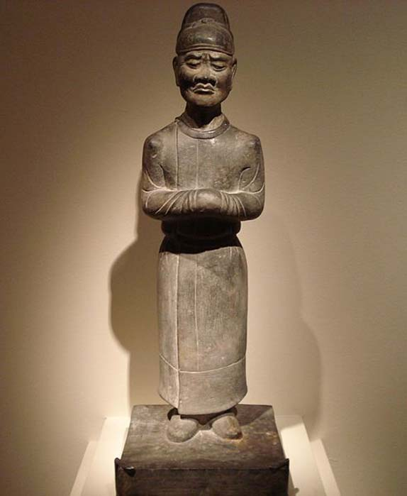 A Chinese limestone statue of a mourning attendant, from the Tang Dynasty (618-907 AD), dated to the 7th century. (PericlesofAthens/CC BY SA 4.0)