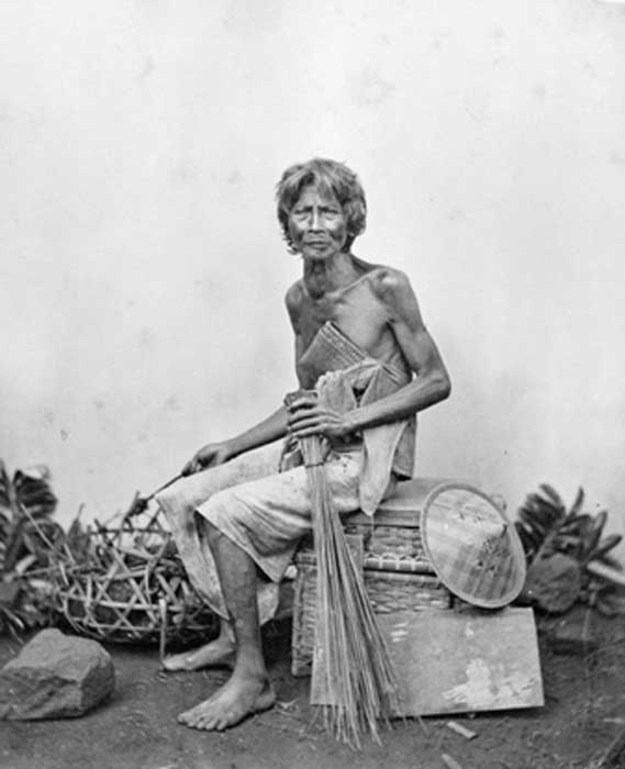 A Sudra caste man from Bali. Photo from 1870, courtesy of Tropenmuseum, Netherlands. (CC BY-SA 3.0)