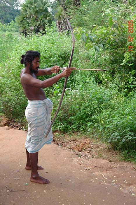 A Veddah hunter with bow and arrow in traditional hunting attire. (wanni77/CC BY SA 2.0)