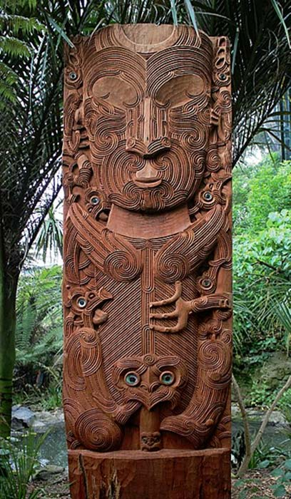A carving of Tāne nui a Rangi, a Māori god, sited at the entrance to the forest aviary at Auckland Zoo. (CC0)