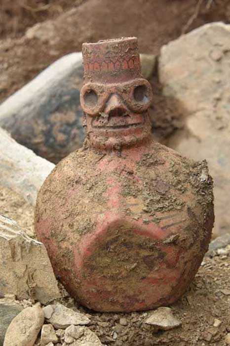 A decorative Wari vessel found at the Espiritu Pampa archaeological site in the Southern Cusco. ( Peruvian Ministry of Culture )