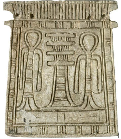 A djed pillar (center) on a glazed steatite pectoral