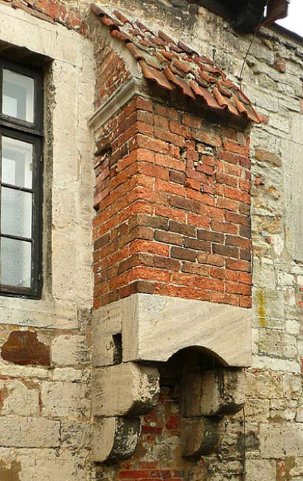 A garderobe from outside. (Public Domain)