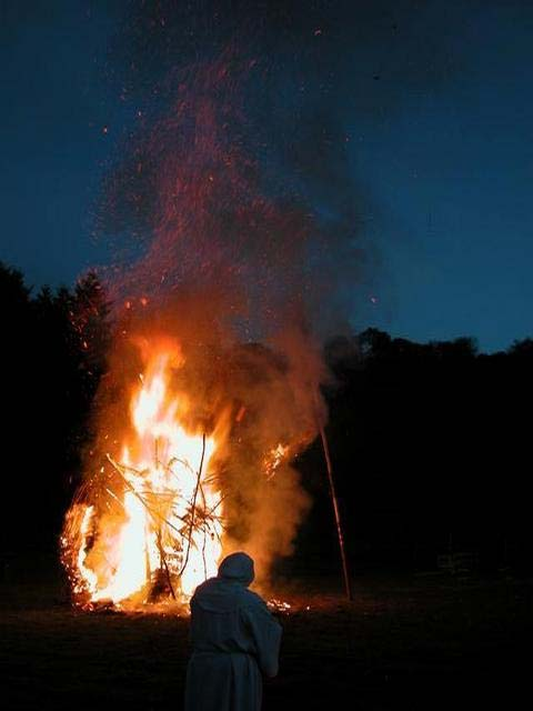 A ritual bonfire demonstrates the ancient Celtic way of life. (Martyn Pattison / Beltain Festival at Butser Ancient Farm / CC BY-SA 2.0)
