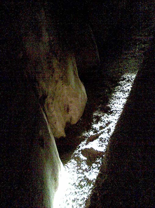 A shaft of light at the Newgrange Passage Tomb (Dentp/CC BY-SA 4.0)