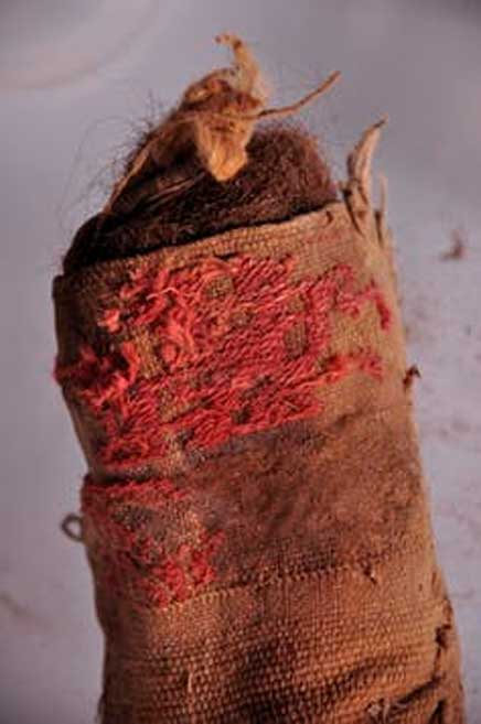 A woven cloth bag stuffed with human hair. PNAS, CC BY