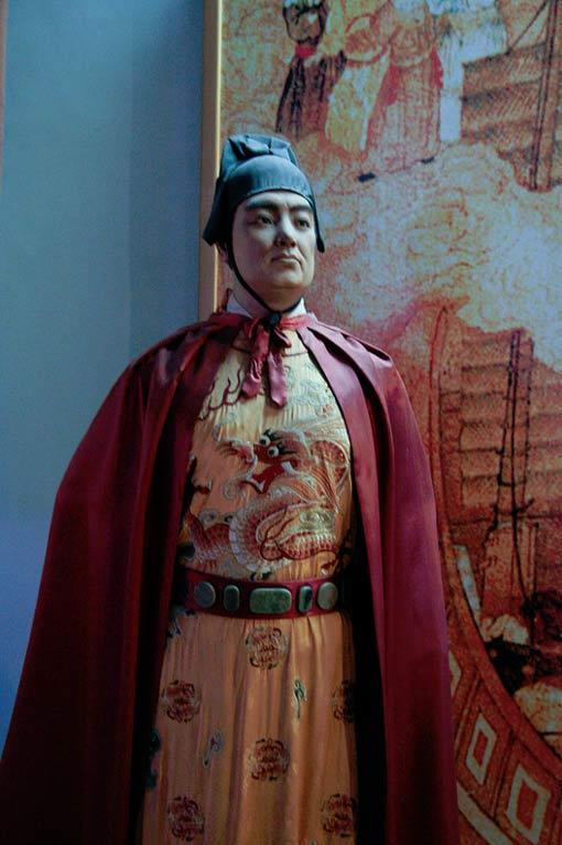 A modern statue of Admiral Zheng He (Quanzhou Maritime Museum)