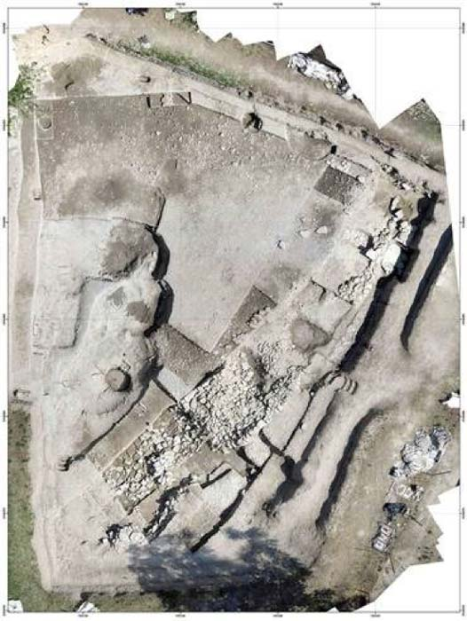 Aerial view of Le Cailar Iron Age settlement, France. (© Fouille Programmée Le Cailar-UMR5140-ASM)