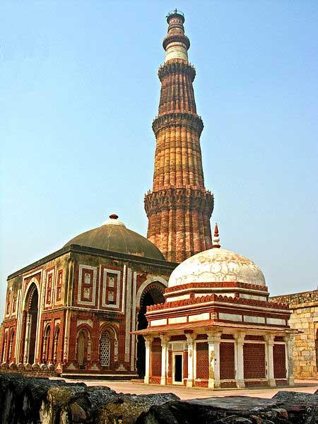 Alai Gate and Qutub Minar were built during the Mamluk and Khalji dynasties of the Delhi Sultanate. (Dennis Jarvis/CC BY SA 2.0)