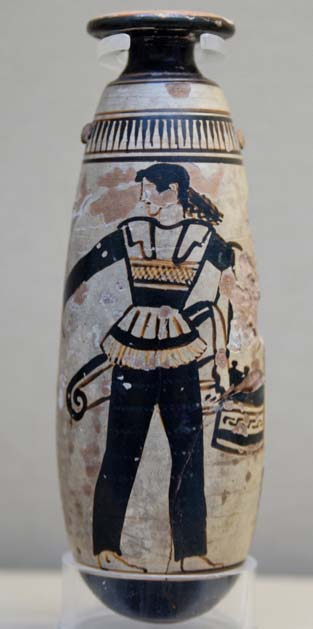 Amazon wearing trousers and carrying a shield with an attached patterned cloth and a quiver. (Jastrow / CC BY-SA 2.5)