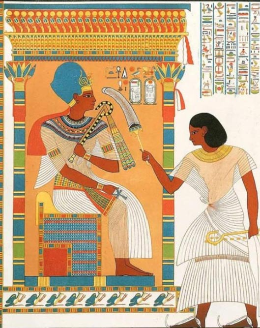 Amenhotep Huy stands before Tutankhamen