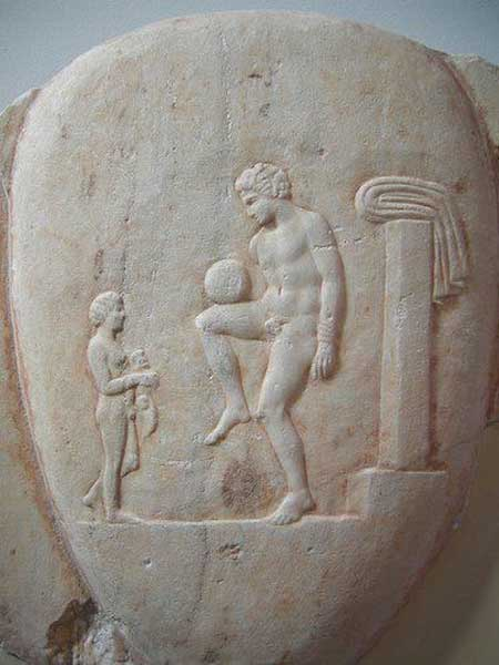 Ancient Greek football player balancing the ball. Depiction on an Attic Lekythos, Piraeus, 400-375 BC. (Public Domain)