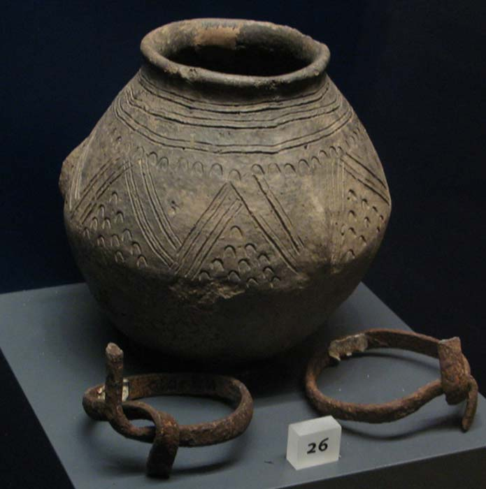 Anglo Saxon cremation urn (Thorskegga Thorn / flickr)