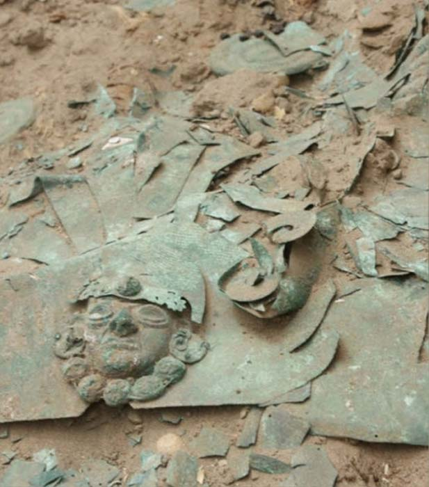 Archaeologists believe the first grave may have belonged to a military leader as weapons and a crown were found with the remains. (RPP Noticias/Deisy Cubas)