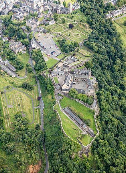 Ariel photograph of Stirling Castle, the setting of the medieval flight attempt. (Andrew Shiva/CC BY SA 4.0)