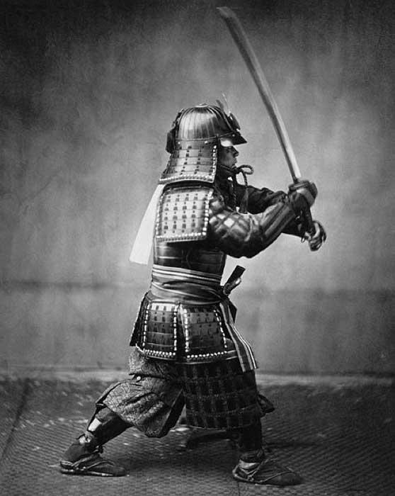 Armored samurai with sword and dagger. (Public Domain)