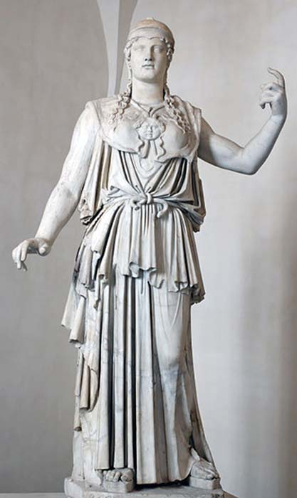 Athena of the Parthenos wearing a peplos. (Aavindraa / Public Domain)