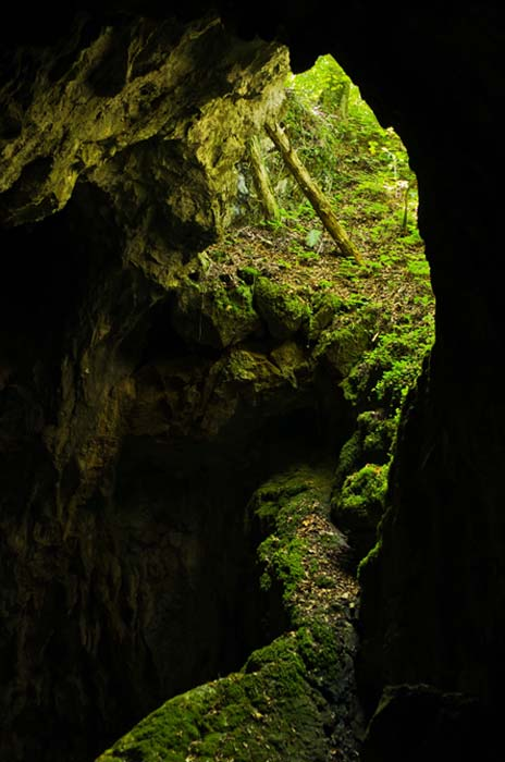 Banat Cave houses some of the hidden treasure of Romania. (anepetkovic / Adobe)
