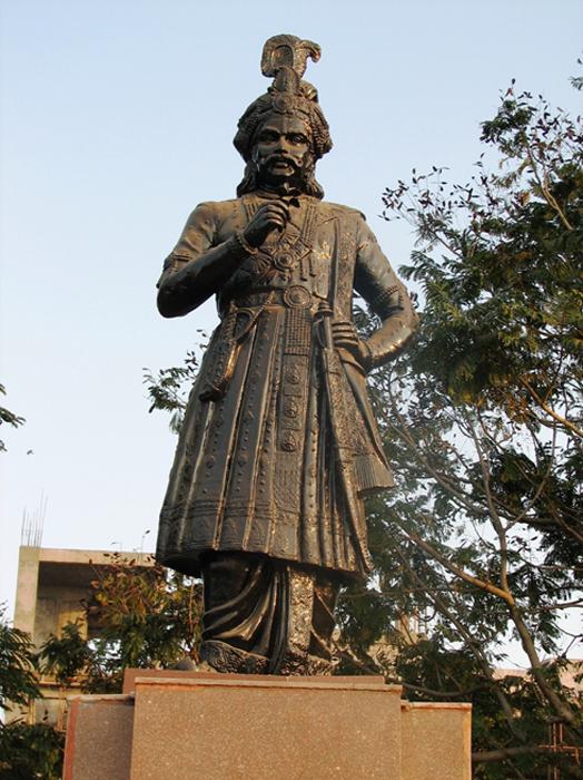 Bronze statue of Krishna Deva Raya. (Public Domain)