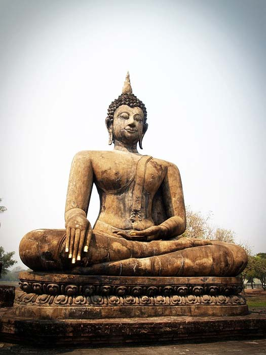Buddha statue in the well-known lotus position.