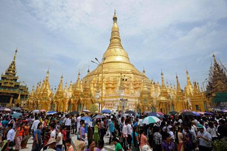 Burma: Shwezigon Pagoda
