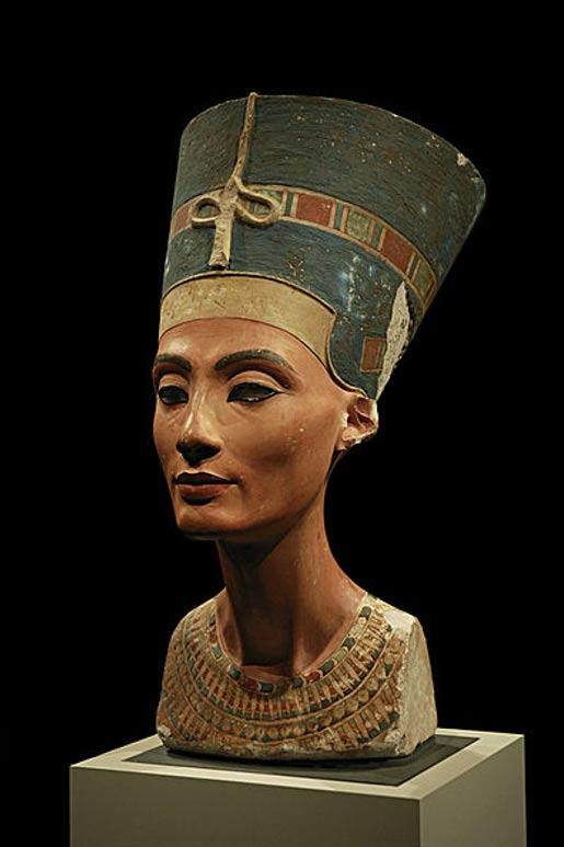 Bust of Queen Nefertiti in the Neues Museum, Berlin.