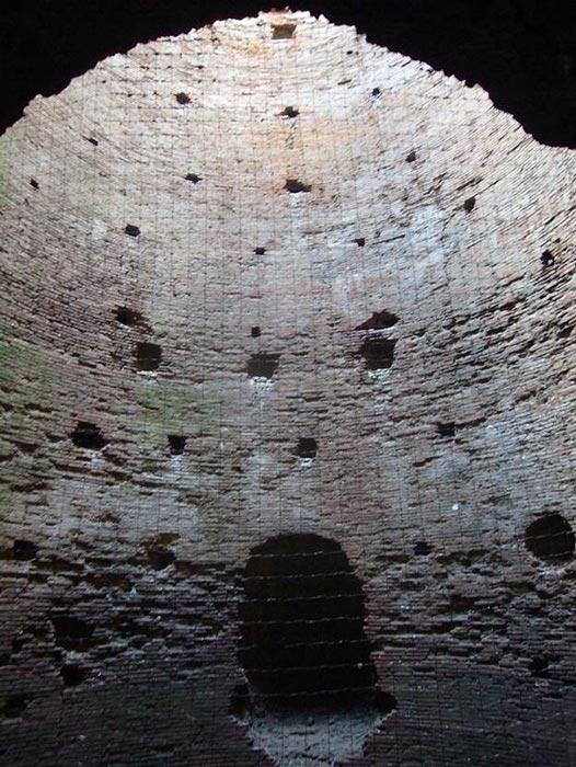 Інтер'єр гробниці Кесілії Метелли на Аппієвій дорозі витримав випробування часом через секрети римського бетону.  (Lalupa / CC BY-SA 3.0)