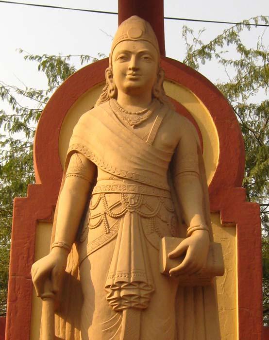 A modern statue depicting Chandragupta Maurya, Laxminarayan Temple, Delhi. (Public Domain)