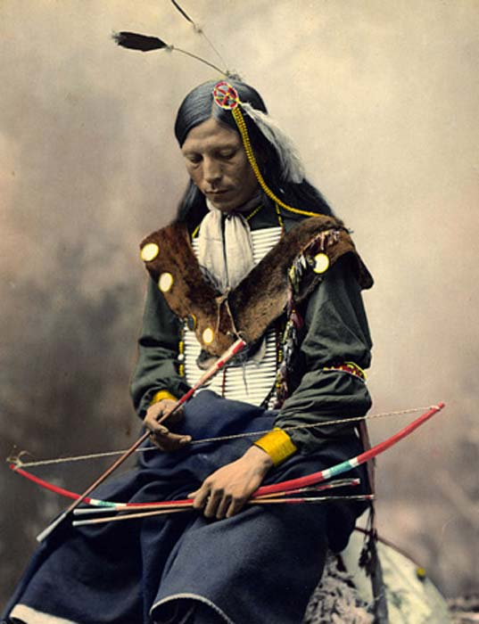 Chief Bone Necklace of the Oglala Lakota tribe. Photographed in 1899 by Heyn Photo. (Public Domain)