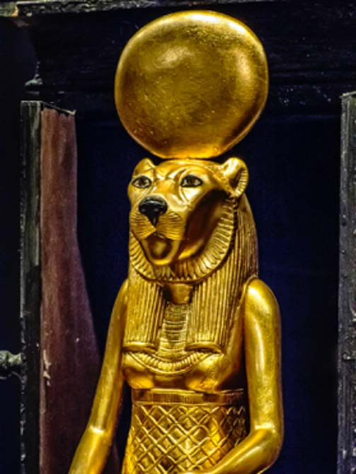 Closeup of seated figure of the goddess Sekhmet. (Mary Harrsch / CC BY-SA 2.0)