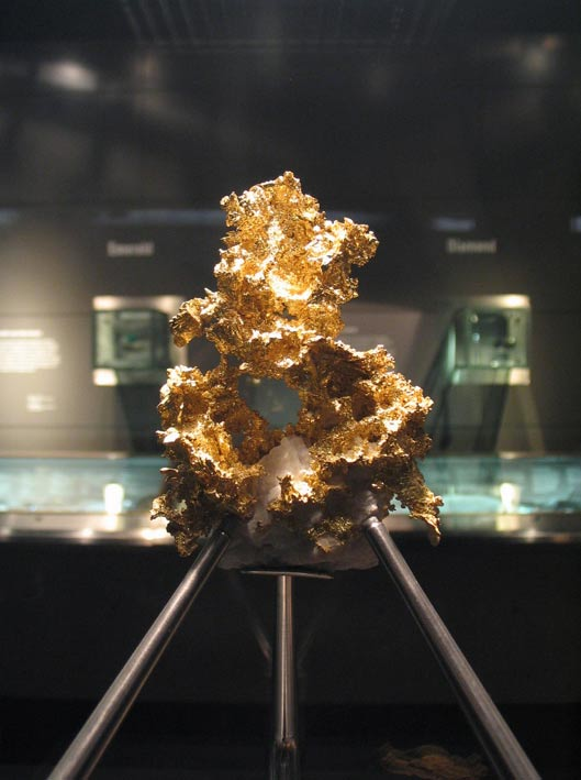 Crystalline gold in the Museum of Natural History in London