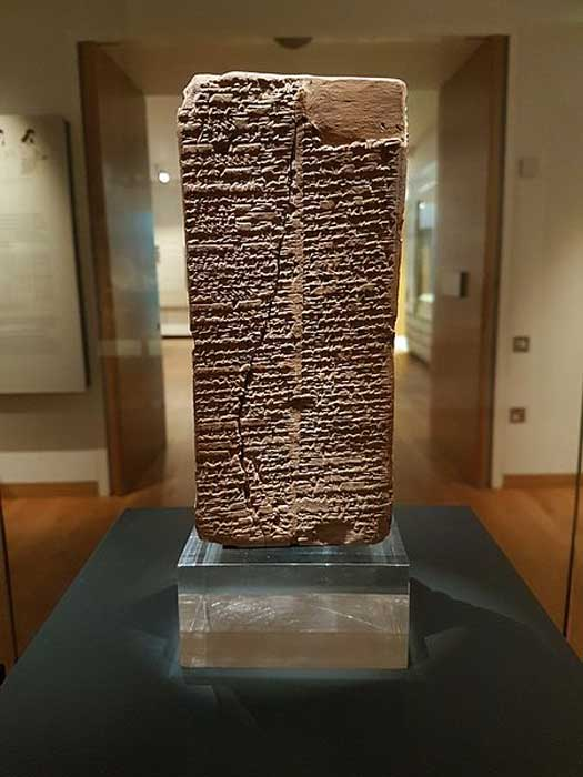 Cuneiform writing on a clay brick, written in the Sumerian language (during the time of the Akkadian empire), listing all kings from the creation of kingship until 1800 BC when the list was created. Displayed at Ashmolean Museum, Oxford.