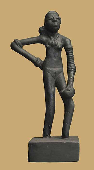 Replica of 'Dancing Girl' of Mohenjo-daro at Chhatrapati Shivaji Maharaj Vastu Sangrahalaya in Mumbai, India. (Joe Ravi/CC BY SA 3.0)