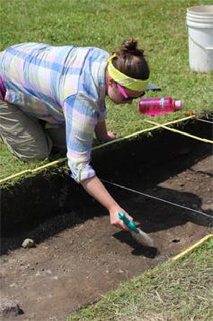 Dating Iroquoia Project member Megan Conger excavating at White Springs, New York. Some locations have been under-explored, so far, by archaeologists. (Image: Megan Conger, Kurt Jordan/CC BY-ND)