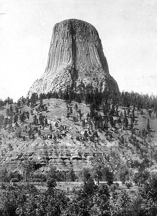 Devils Tower, on west bank of Belle Fourche River, south of Hulett. Crook Wyoming. Circa 1900.