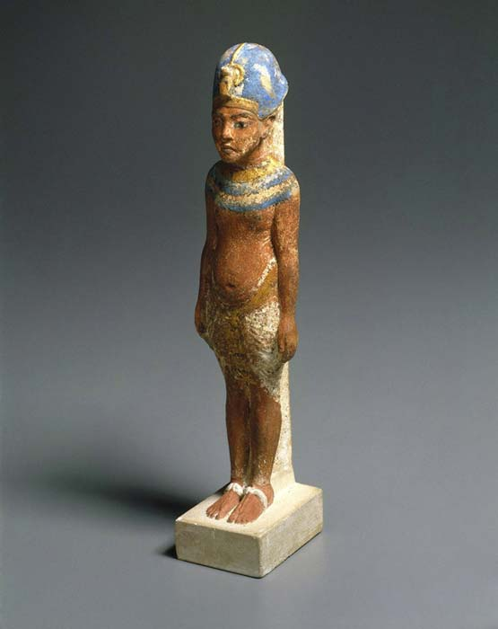During the Amarna period, artists portrayed the king and queen as beings who combined male and female traits. The ruler's gender-flexibility ensured the fertility of the earth and all living creatures. Here, the distended belly of the pharaoh reveals that he is pregnant. Limestone, paint, gold leaf. Brooklyn Museum. (Image: Brooklyn Museum)