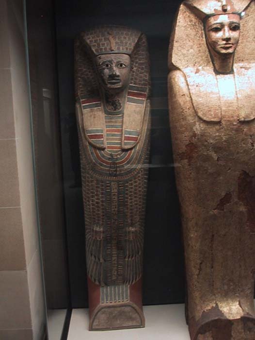Example of 17th Dynasty rishi style coffin held in The Louvre. (CC BY-SA 1.0)