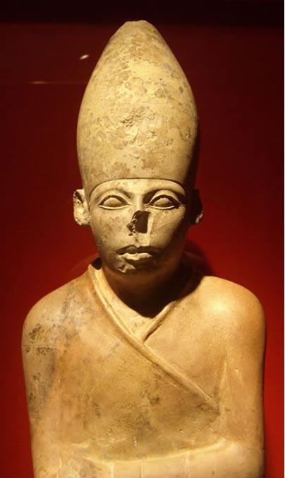 Statue of the Egyptian pharaoh Khasekhemwy. Oxford, Ashmolean Museum.