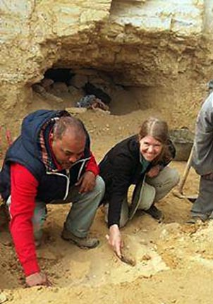 Mohamed Youssef and Sarah Percak at the El-Lisht site.