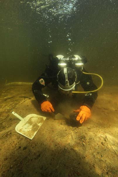 Eveliina Salo taking samples of the hearth structure. Image: Jesse Jokinen/Museovirasto.