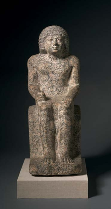 Example of red granite used in Old Kingdom statuary – seated statue of Nykara, 5th Dynasty. (Madreiling / Public Domain)