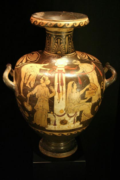 Example of an (ornate) 4th century BC Greek hydria. (Archaeology Museum of Catalonia / Public Domain)