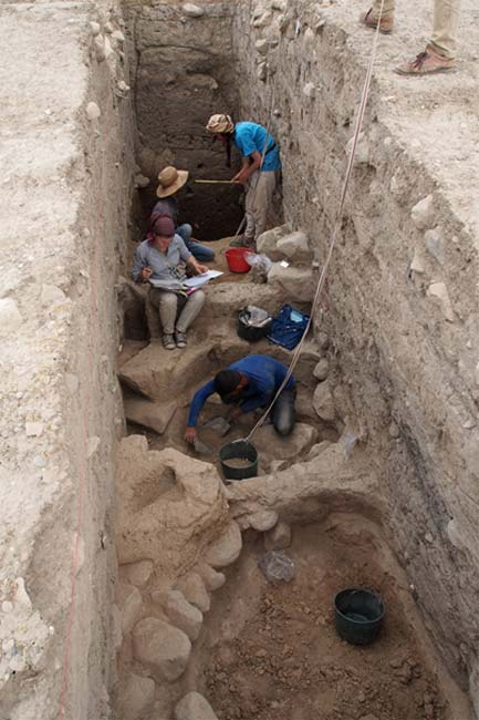 Excavating down to the Bronze Age layers.
