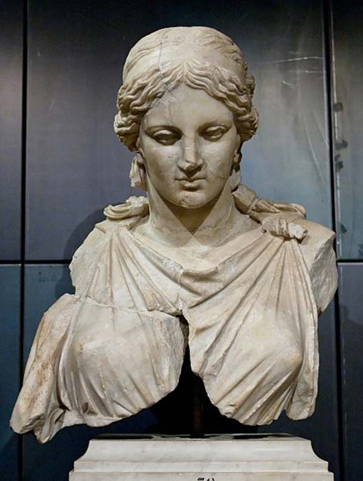 Female statue, probably a Roman copy of the statue of Artemis by Kephisodotos. (Public Domain)