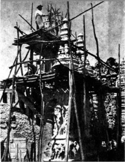 Ferdinand Cheval Working in December 1911.