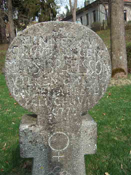 Fet-Mats Israelsson's gravestone in Falun, Sweden. In English, a translation the text says: In memory of the miner Mats Israelsson who died during work in the mine of Falun 1677. (Public Domain)