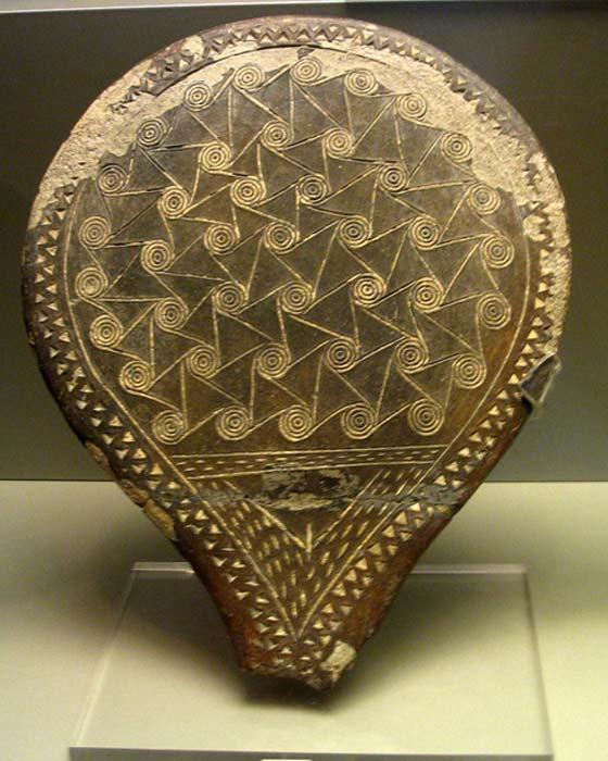 "Early Cycladic II ""Frying Pan"" - Spiral decoration with incised pubic triangle. National Museum, Athens."
