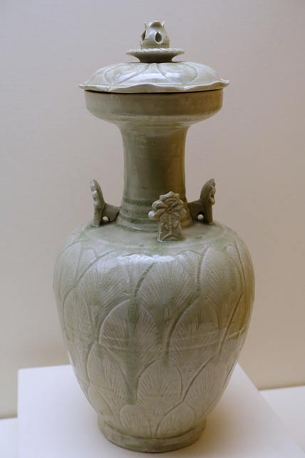Funerary vase and cover, China, Longquan kilns, Zhejiang province, Northern Song dynasty, 10th or 11th century AD, green-glazed stoneware - Ethnological Museum, Berlin.